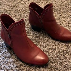 Size 8 Earth brand red boots